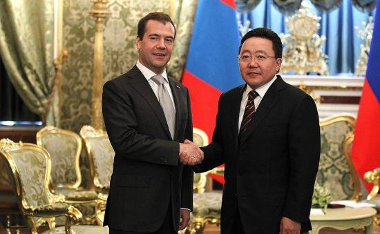 Вставить лицо - Медведев здоровается